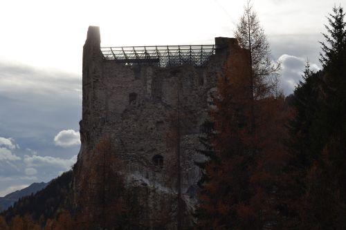 la torre principale del castello di andraz