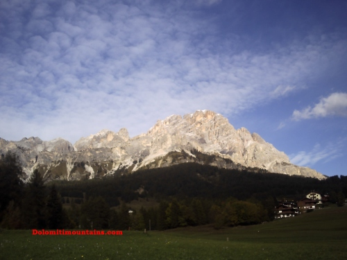 cortina d'ampezzo and its mountains