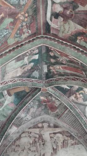 affreschi nel chiostro