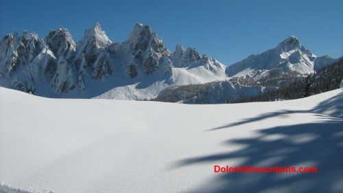 soft snow on dolomiti mountains