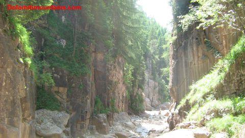il canyon con il rio nel mezzo