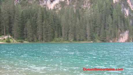 braies lake colour